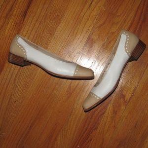 SALVATORE FERRAGAMO flats toe cap cream & tan 10